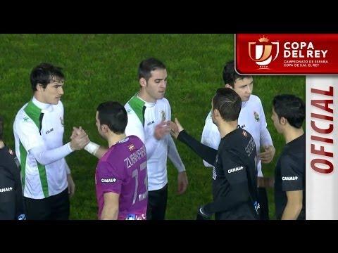 Los jugadores del Racing de Santander y Real Sociedad saltan al campo Copa del Rey