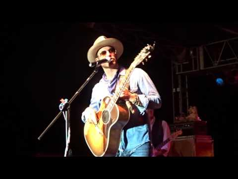 Drake White - It Feels Good/Band Intros/Play That Funky Music (Live)