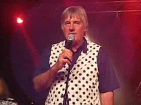 Kast Off Kinks - Mick Avory singing Dedicated Follower in Sweden