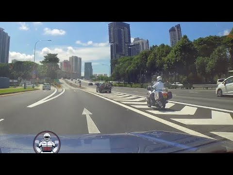 28jun2018  Lta Officer Spotted Bmw X1 With Bicycle Rack Blocking Vrn Along Pie Towards Toa Payoh
