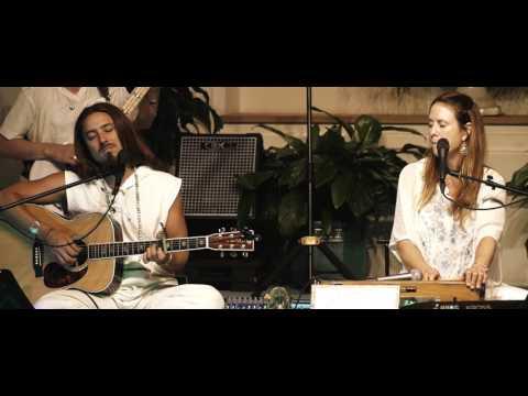 Jaya Lakshmi and Ananda-Kali Ma~live with the Saraswati Dream Band