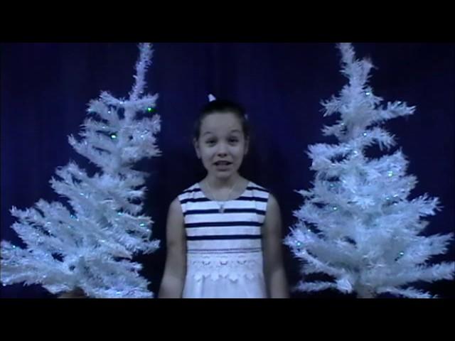 Изображение предпросмотра прочтения – ЭмилияБавыкина читает произведение «В снегу стояла елочка» С.В.Михалкова