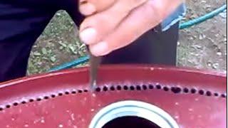 Как снять крышку от бочки!.avi(Часто имеются б/у бочки с крышкой и дном. Для подсобного хозяйства, однако, нужны ёмкости без крышек! Можно..., 2016-05-30T17:54:11.000Z)
