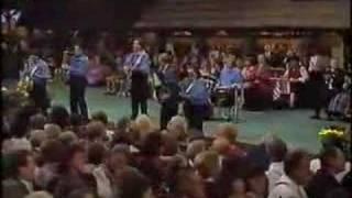 Walter Ostanek And His Band - Beer Barrel Polka
