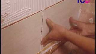How To Tile A Bathroom Wall - Doing The Job