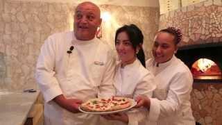 Ingredienti e farcitura della pizza margherita - Enzo Cacialli