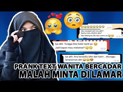 Prank Text Temen Akhwat Bercadar Sampai Minta dilamar pake Lagu AKAD - Payung Teduh