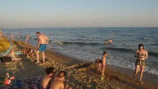 Пляж в станице Благовещенской под Анапой(Пляж Солярис, подальше от основного пляжа на километр. Народу здесь значительно меньше и море лучше., 2016-08-22T18:16:54.000Z)