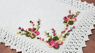 Tapete de Crochê com Bordado Rococó