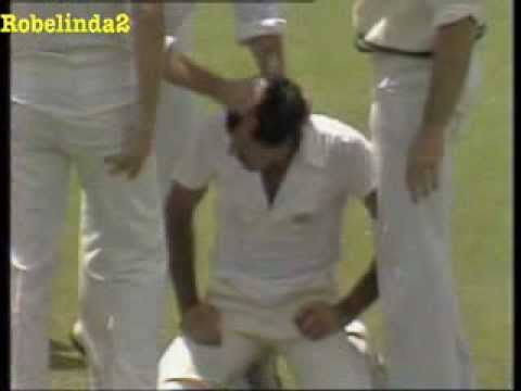 Imran Khan roughed up by Dennis Lillee 1981 WACA