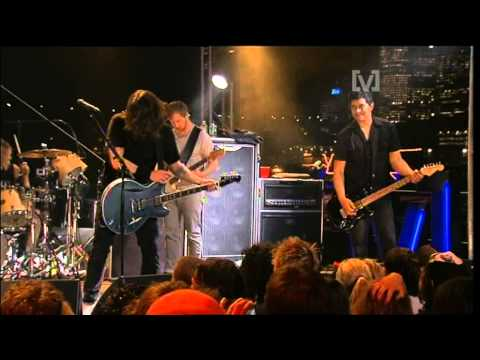 Foo Fighters - Young Man Blues (live)