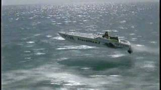 Pantera 28ft offshore powerboat racing in rough water
