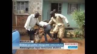 Embwa ya poliisi etaagudde omuvubuka thumbnail