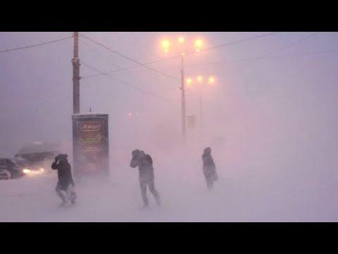 Транспортный коллапс в Мурманске: метель, сугробы и адские пробки
