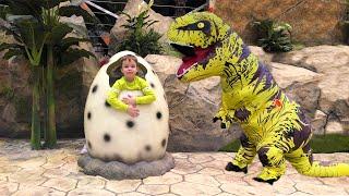 Малыш нашёл яйцо Динозавра! Тёма и его детская история про Огромного Динозавра