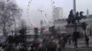 Лондон. Путешествие по Лондону. Часть 2(Видеоролик о поездке в Лондон. Снято HTC Sensation В этой части: - продолжение поездки на экскурсионном автобусе..., 2012-03-09T11:19:07.000Z)