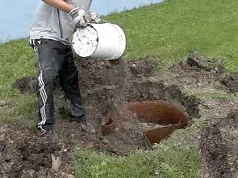 Filling up an old septic tank