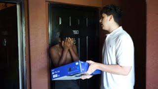 SURPRISING A FAN AT HIS HOUSE! (PS4 SURPRISE)