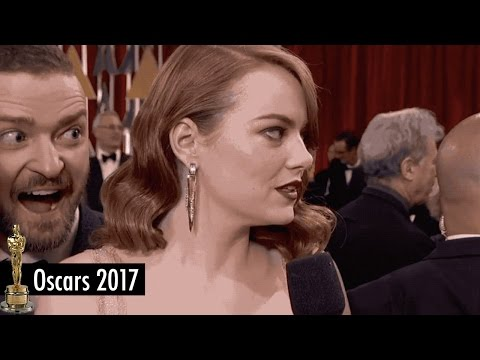 Justin Timberlake PHOTOBOMBS Emma Stone And Wife Jessica Biel On The 2017 Oscars Red Carpet