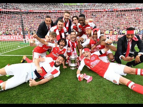 Party on the pitch | 2017 Emirates FA Cup CHAMPIONS!