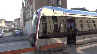 最新式のトゥールのトラム(路面電車)は無架線で走ってます.