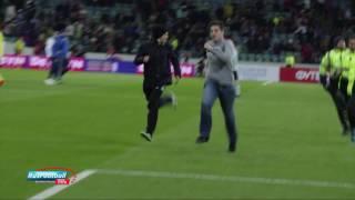 Болельщики выбежали на поле после матча Россия - Бельгия