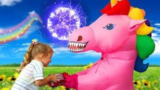 Вредная Пони забирает игрушки - Видео для детей