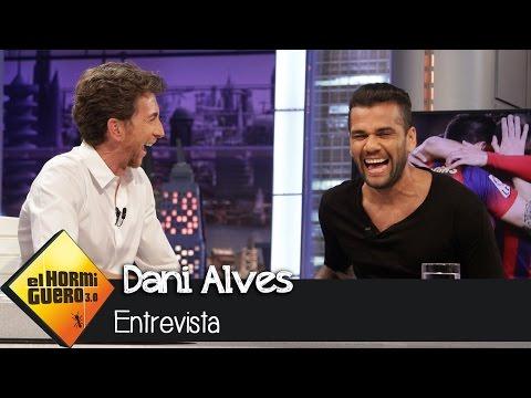 Dani Alves habló muy bien de Suárez