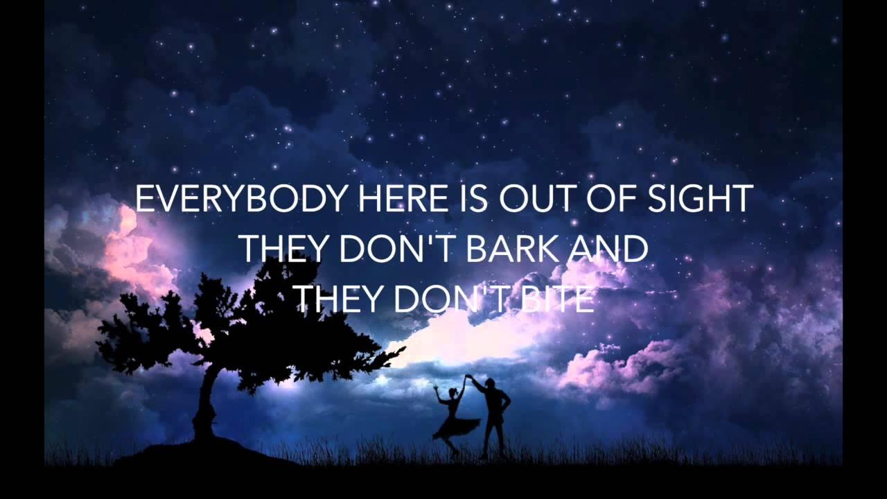 Dancing In The Moonlight King Harvest Lyrics Youtube Jigeum dalbit arae momeul matgyeo rideum wiro georeogamyeo neukkyeo urin bakkwieo banjeoni piryohae wanjeonhi jiruhae dora beoril geosman gatda doraga nun neoege ha gissaum piryo. dancing in the moonlight king harvest lyrics