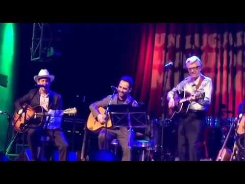 "Josh Rouse, Jorge Drexler y Nick Lowe interpretan ""Cruel To Be Kind"""