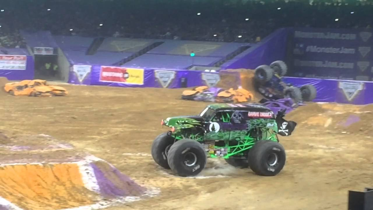 Monster Jam 2016 Grave Digger Freestyle Youtube