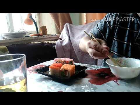 Обжор,ем суши-роллы