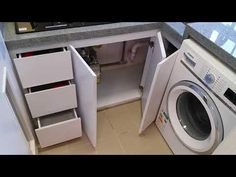 安�邨2人單�,廚房�櫃,地櫃�石英石�,牆身貼�銹鋼,有洗衣機,儲水�熱水�,�力抽油煙機 油壓門較,油壓櫃桶