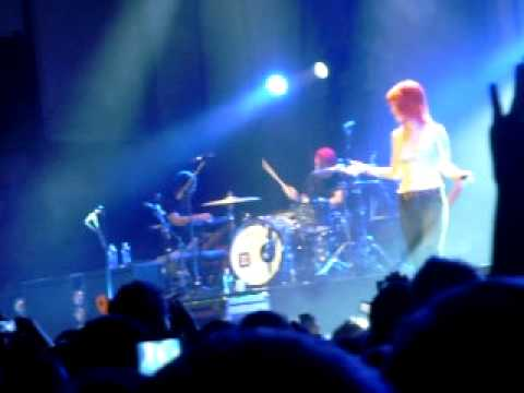Hayley Williams introduces the members of Paramore