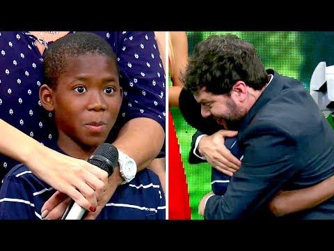 """El nene que enterneció a todos luego de que le regalaran una tablet: """"No puede ser más educado"""""""