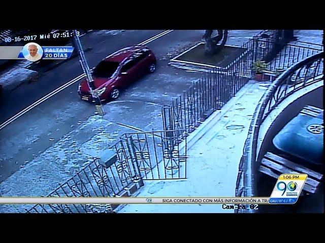 Agosto 17 2017 En video: Mujer evitó que ladrón la robará en su vehículo en barrio El Limonar