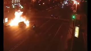 Огненное шоу с участием мотоциклиста и машины