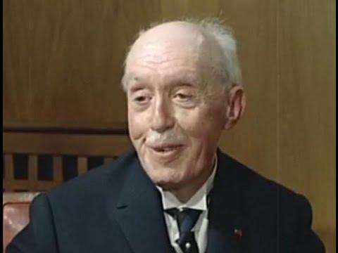 louis de broglie Louis de broglie postulated the wave nature of matter in his 1924 phd  dissertation,  when did louis de broglie discover the atomic theory.