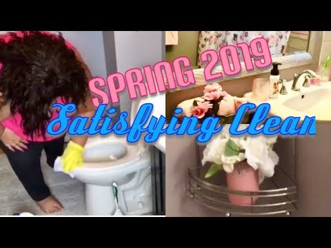Spring Cleaning my Bathroom 2019 | Decorating for Spring Bright Colors