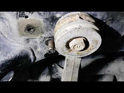 Демонтаж рулевой рейки Тойота Прадо 120, особенности откручивания ее болтов крепления.