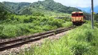 旧国鉄急行色のキハ40系が只見線を往く