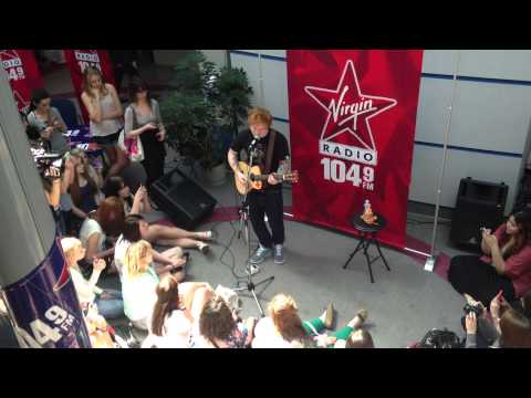 """Ed Sheeran performs """"No Diggity - Thrift Shop"""" live and unplugged - June 26, 2013"""