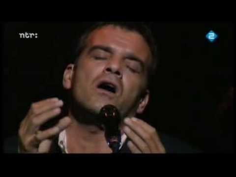 Jeroen Willems sings Jacques Brel, concert fragment part 1.