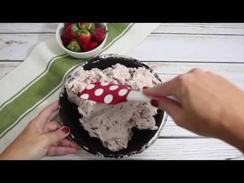 Strawberry Ice Cream Oreo Pie