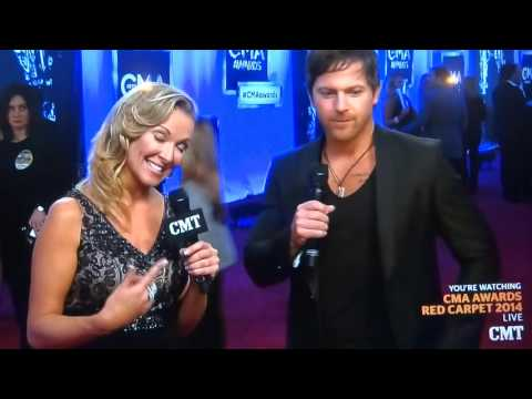 Kip Moore on the CMA Red Carpet (11/6/2014)