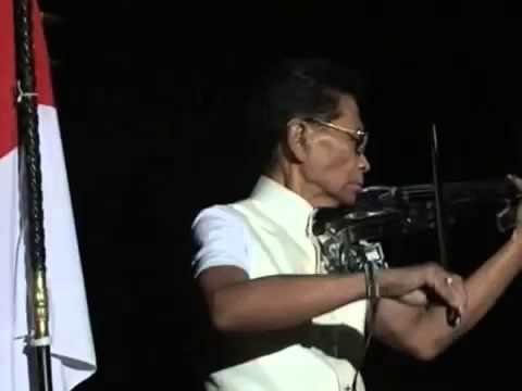 Idris Sardi (Maestro Biola Indonesia) Memainkan Lagu Indonesia Raya