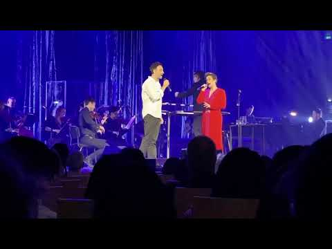 Audience Member SHOCKS Original Princess Jasmine LEA SALONGA Singing Disney's 'A Whole New World'