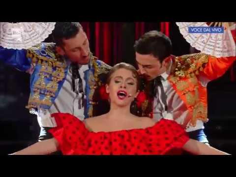 """Alessia Macari è Madonna: """"La Isla bonita"""" - Tale e Quale Show 17/11/2017"""