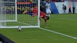 10 самых смешных моментов в футболе в  воротах 10 моментов в футболе 10 самых  невероятных моментов