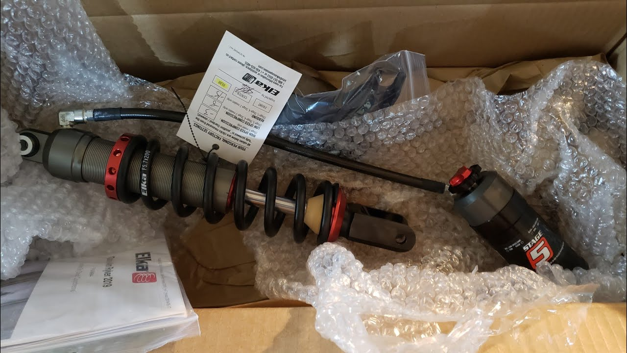 Unboxing Elka suspension stage 5 rear shock for Can-Am Ryker 900